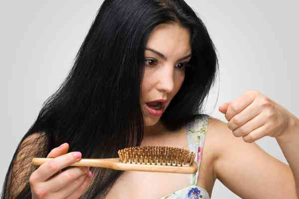 14 Tips to Reduce Hair Loss Naturally