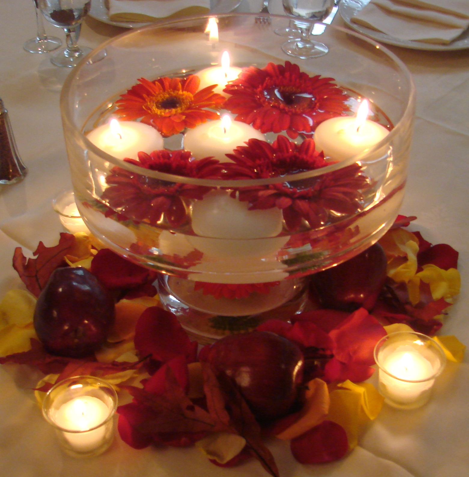 Easy Floating Candle Centerpieces: 9 DIY Creative Candle Decor